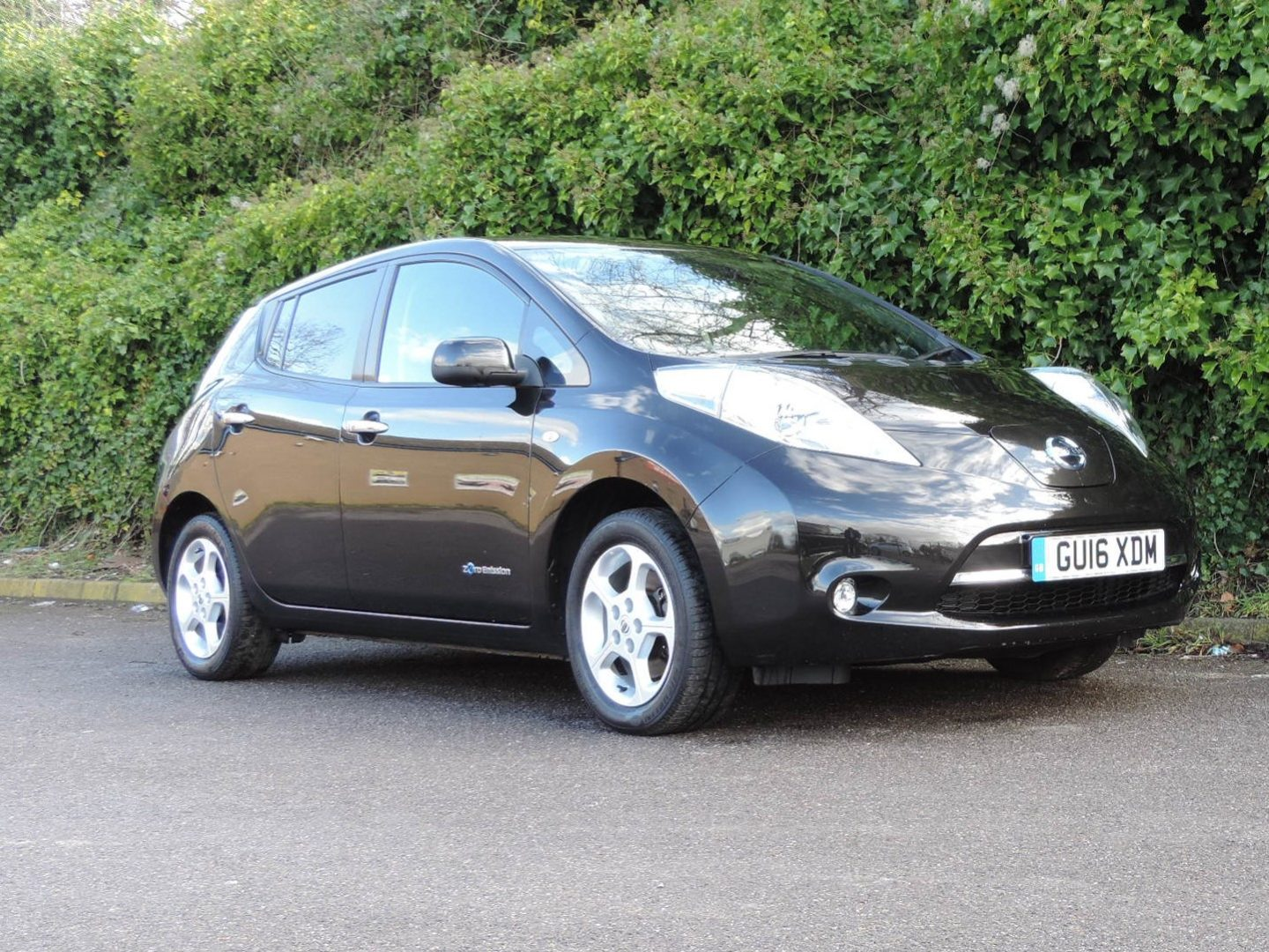 Nissan Leaf 30kWh (2016) Acenta 6.6 kWh charger
