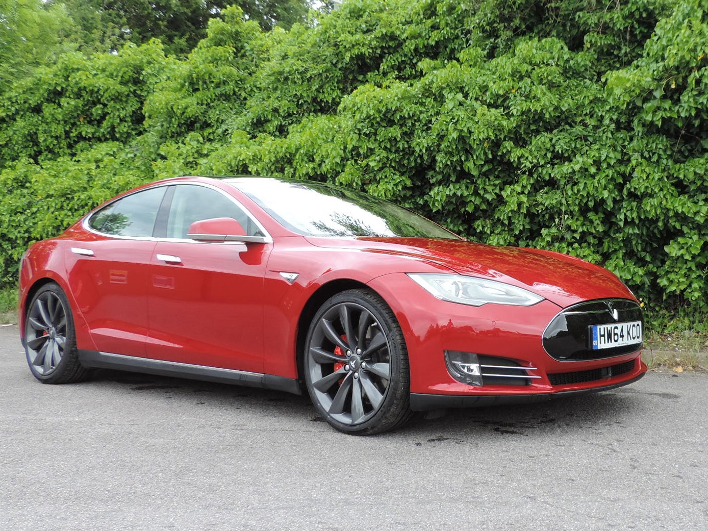 Tesla Model S (2014) P85+ Multicoat Red / Black Nappa Leather