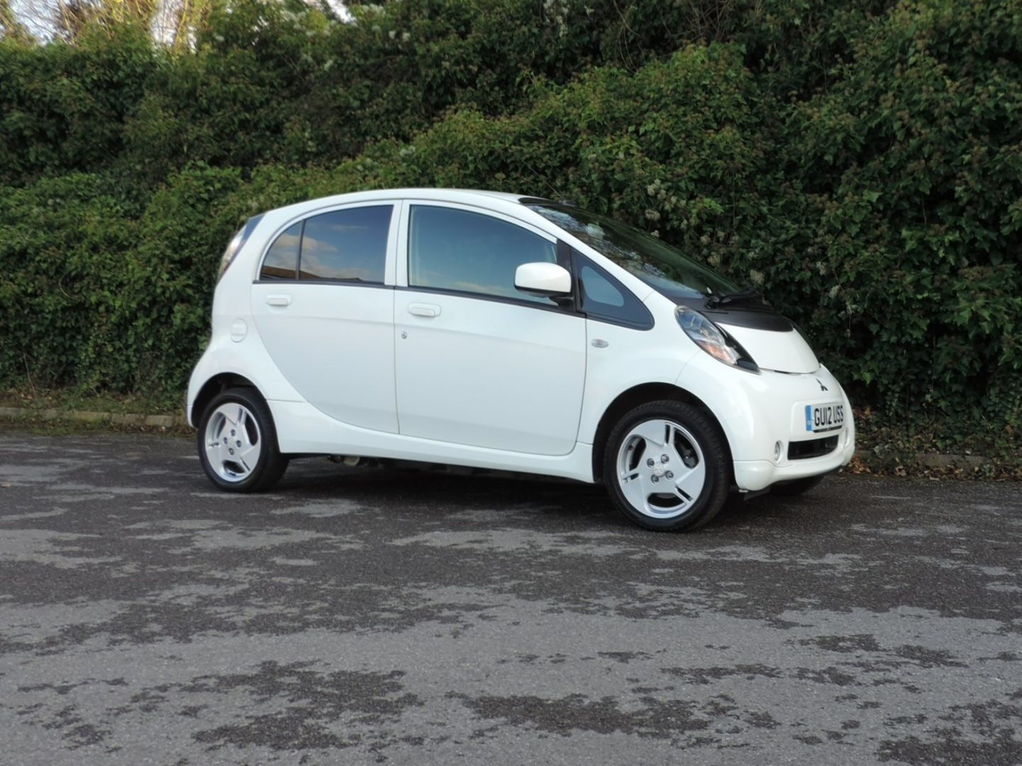 Mitsubishi iMiEV (2012) White / Brown Cloth