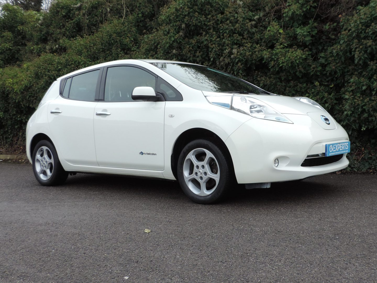 Nissan Leaf 30kWh Acenta (2016) Arctic White / Grey Fabric Interior