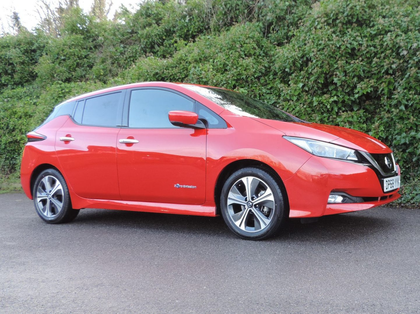 Nissan Leaf 40kWh N-Connecta (2019) Flame Red / Black Fabric