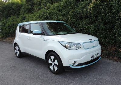 Kia Soul EV 30kWH (2017) Pearl White / Grey Cloth