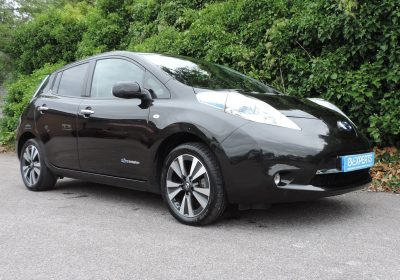 Nissan Leaf 24kWh Tekna (2015) Super Black / Black leather