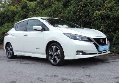 Nissan Leaf 40 kWh N-Connecta (2018) Storm White / Black fabric and Leather