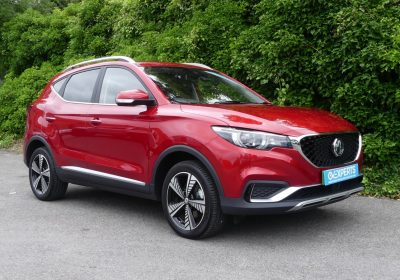 MG ZS Exclusive 44kWh (2020) Dynamique Red / Black leather-style interior